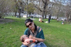 Bebe are intotdeauna mancare proaspata. Foto by Tesa